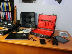 Briefcase-carbon-desk-2